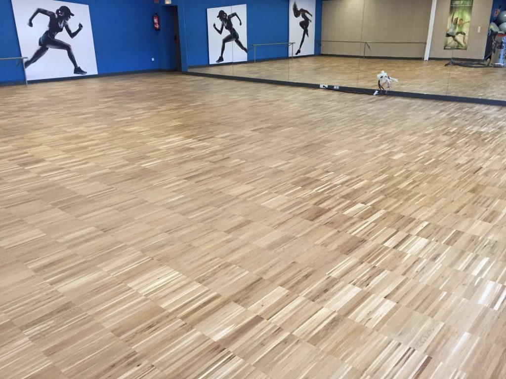 Pavimento de madera - Pabellón polideportivo La Rambleta