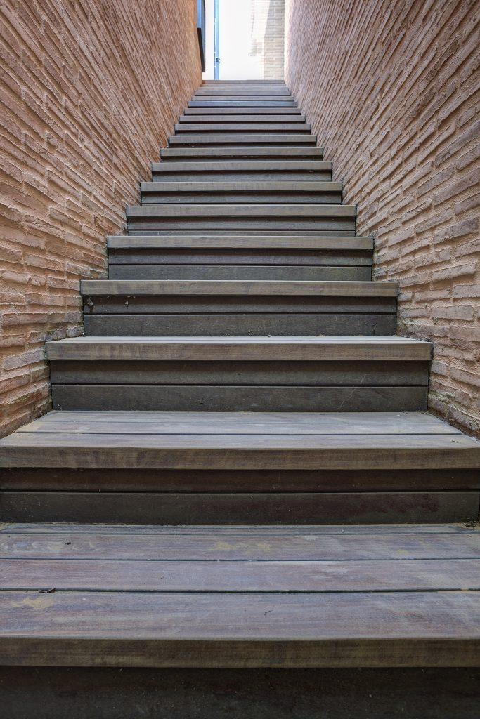 Escaleras forradas de madera, ¿por qué no?