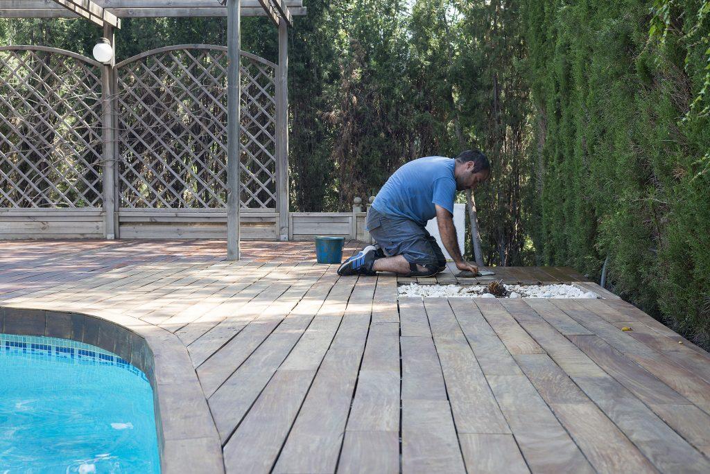 Parquets Tropicales - Restauración tarima exterior piscina