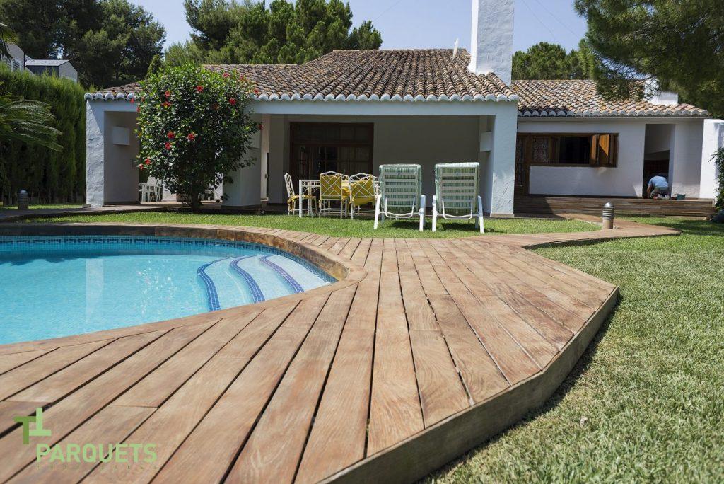 Tarima exterior para tu piscina